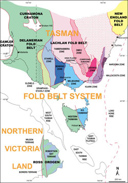 Map of eastern Australia showing different fold belts dividing up the land, including the Melbourne zone in light blue, the Lachlan fold belt  in light pink and the Delamerian fold belt in light green.